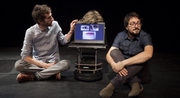 Robolution, pièce au Voila! Europe festival