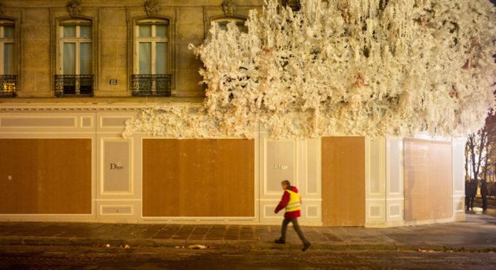 Manifestation gilets jaunes article La Croix