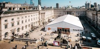 La photo london fair revient a la Somerset House de Londres