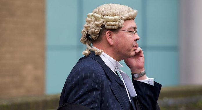 Les avocats et juges britanniques portent toujours une perruque