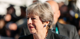 Theresa May annonce sa demission
