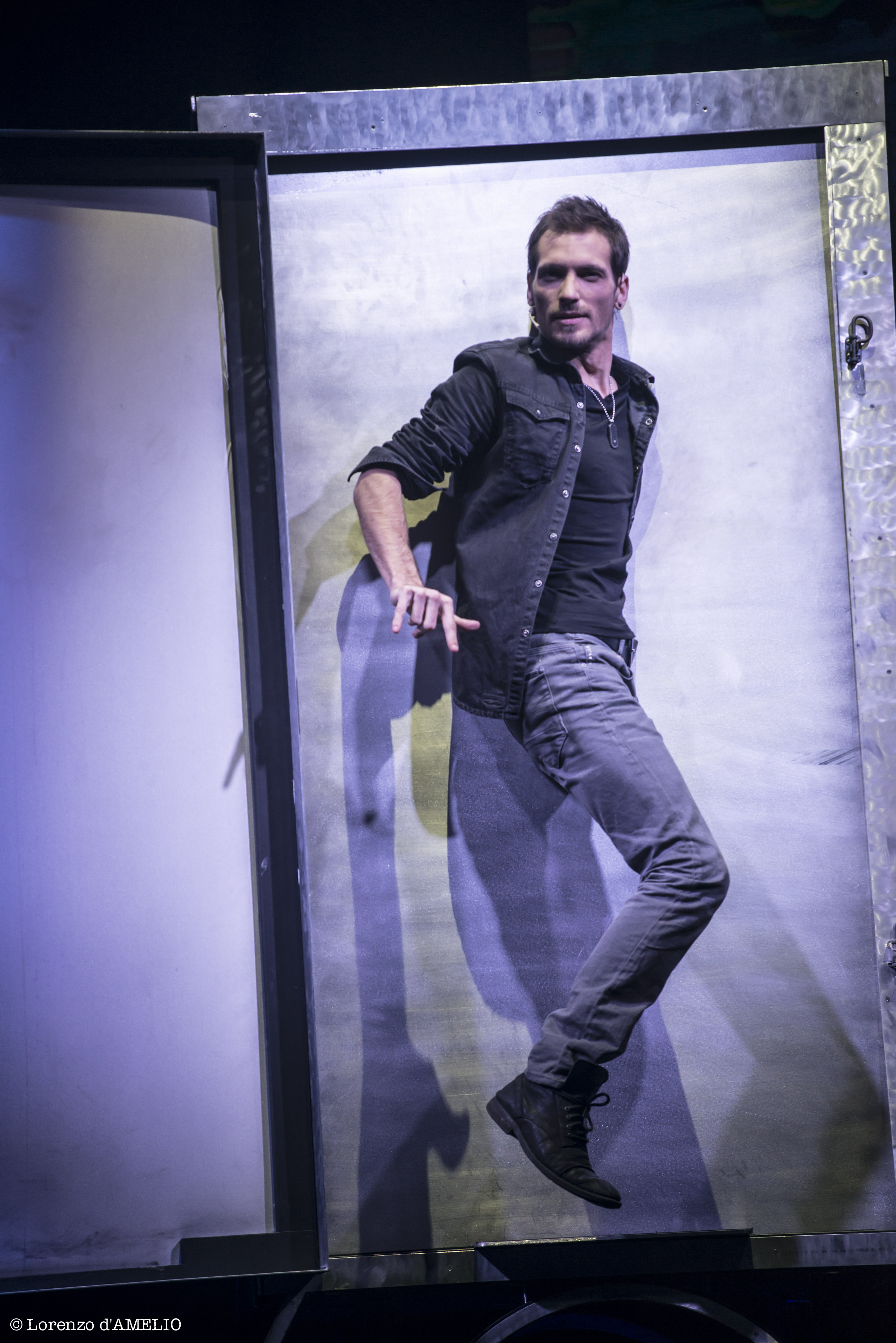 Enzo Weyne magicien illusionnists