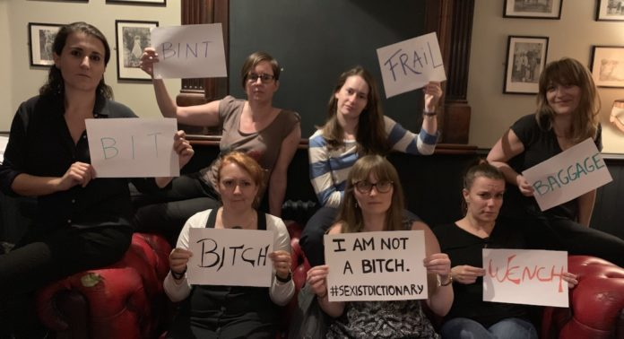 petition definition femme dictionnaire oxford
