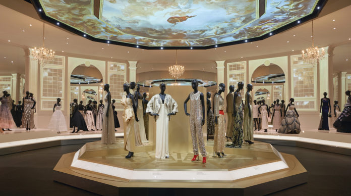 Victoria and Albert Museum Christian Dior Designer of Dreams exposition succes londres