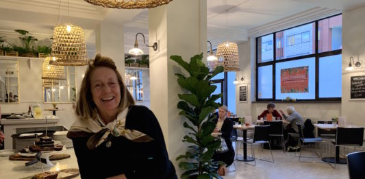 Limpet Barron tient le café tangerine avec son mari David Hughes
