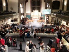 """La """"plus grande galette des rois de Londres"""" à l'église St Barnabas"""