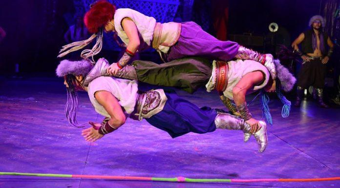 Khadgaa Troupe mongole Zippos Circus Nomads