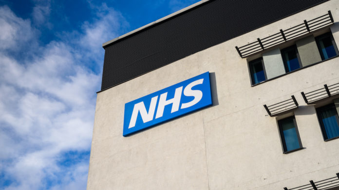 nhs medecins britanniques gestion crise coronavirus