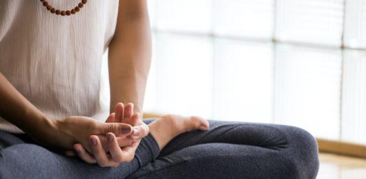 conseils commencer meditation confinement